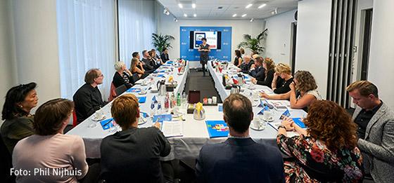 Schoolleiders in gesprek met politici in Nieuwspoort