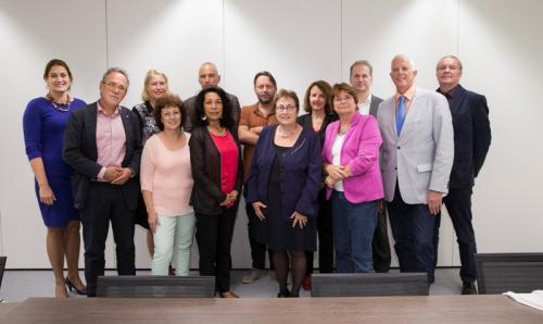 De cao-partners na de vaststelling. Uiterst rechts Paul van Lent en Harry van Soest namens de AVS.