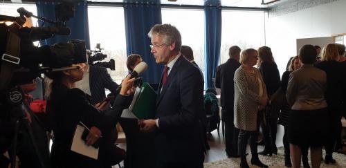 Slob staat de pers te woord bij presentatie noodplannen G5